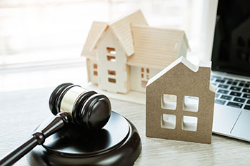 Buying property through auction market